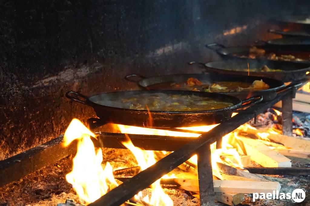 Paella wat is het - Paella maken op een houtvuur