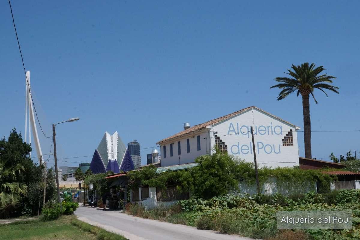 Sfeerbeeld van paella restaurant Alqueria del Pou in Valencia