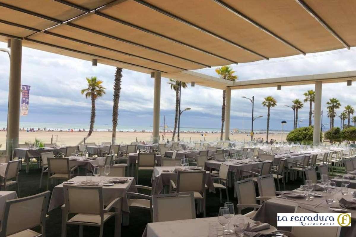 Sfeerbeeld van paella restaurant La Ferradura in Valencia