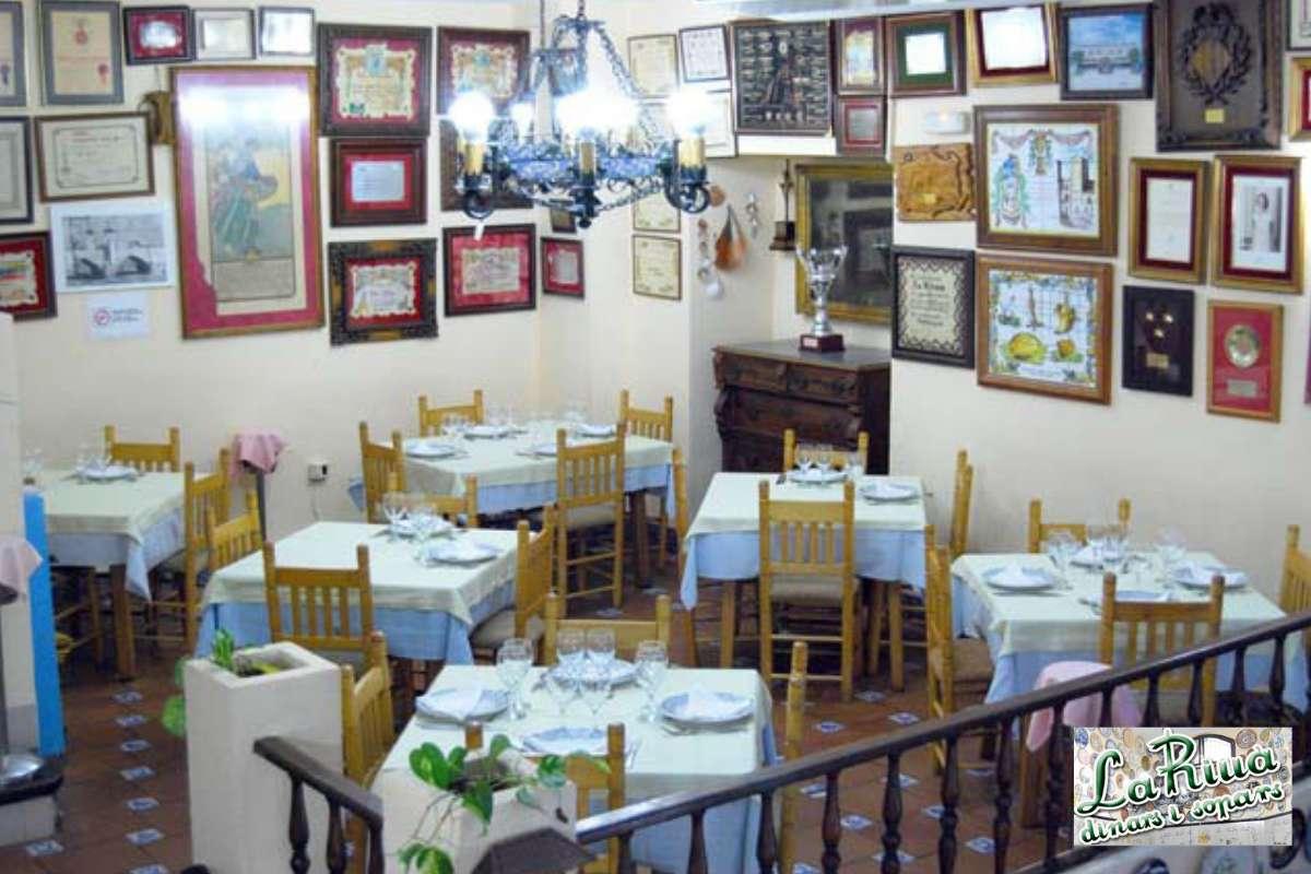 Sfeerbeeld van paella restaurant La Riua in Valencia