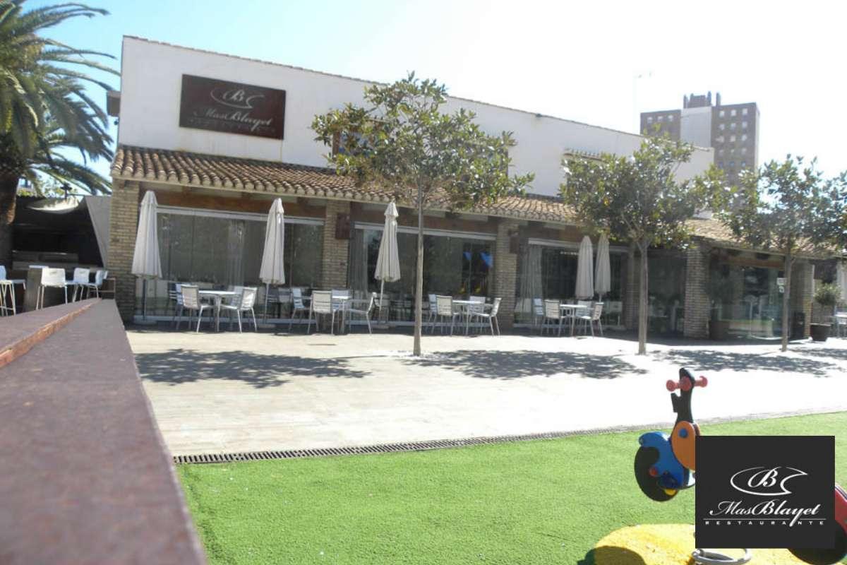 Het terras van restaurant Mas Blayet.