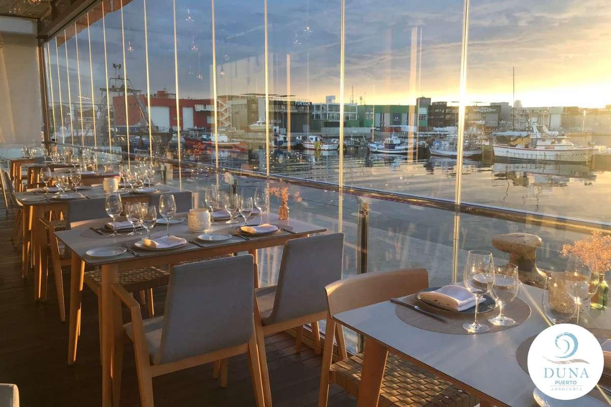 Sfeerbeeld van paella restaurant Duna Puerto in Valencia