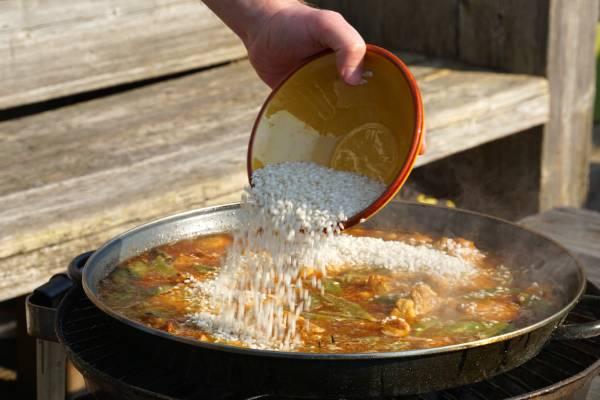 Hoe lang moet paella koken